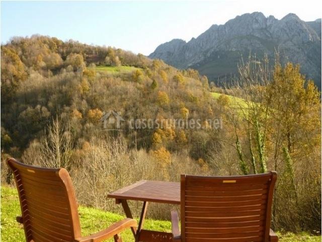 Casa aire en berodia asturias for Casa muebles de jardin