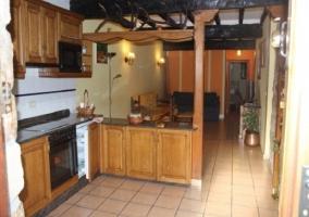 Cocina junto al salon de la casa rural.JPG