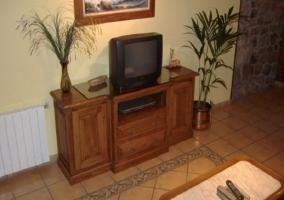 Televisor en el salón de la casa rural.JPG