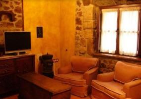 Sala de estar tradicional con muebles