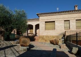 Fachada exterior de la casa y acceso