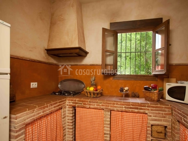 La garza real en cazalla de la sierra sevilla for Cocinas para casas rurales