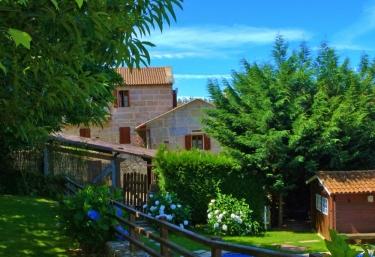 Casas rurales con piscina en pontevedra for Casas rurales con encanto y piscina