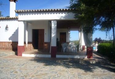 121 casas rurales con piscina en sevilla for Alquiler de casas con piscina en sevilla