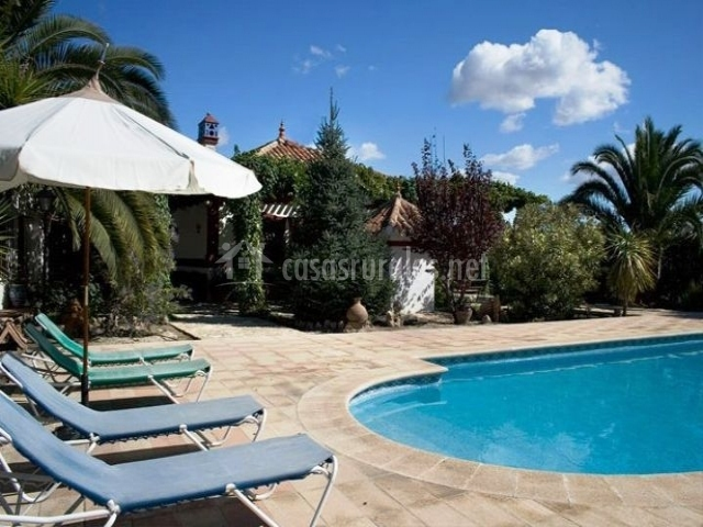 Casa pujola ii casas rurales en moratalla murcia for Mobiliario piscina