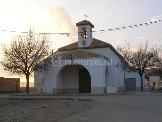 Iglesia parroquial d El Sabinar en Murcia y de paredes blancas