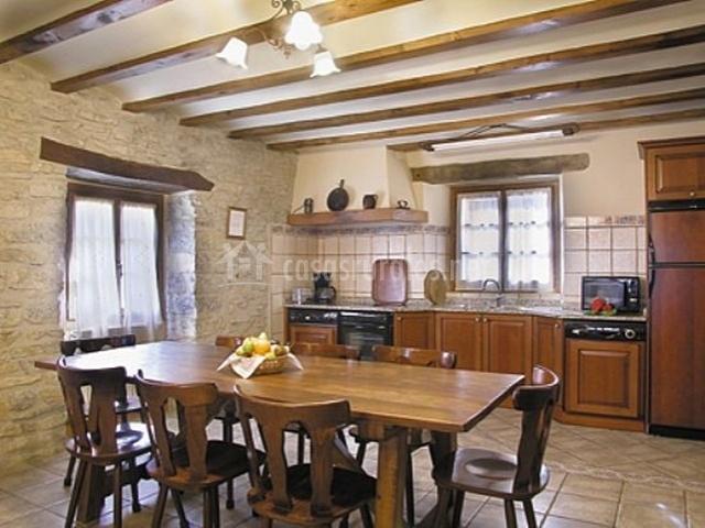 Loretxea ii en izcue navarra - Cocina casa rural ...