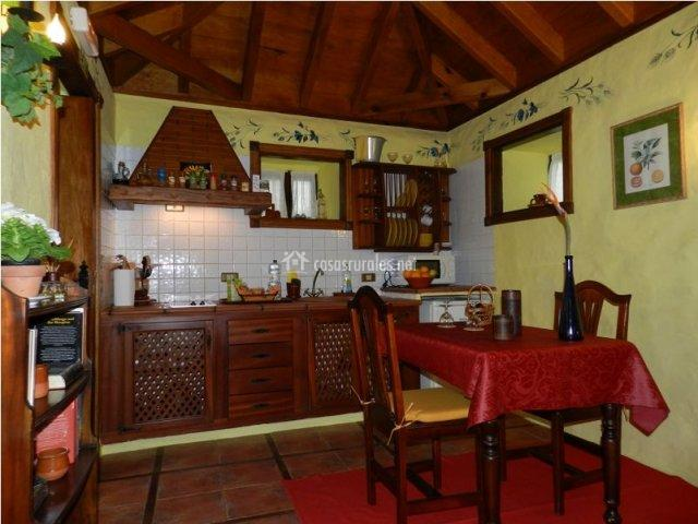 Casa los pajeros en tanque icod de los vinos tenerife for Mesa cocina tenerife