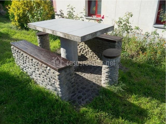 Mesas de jardin de piedra amazing mesas y bancos para for Mesas de piedra para jardin