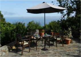 Mesa de jardín con vistas