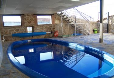 Casas rurales con piscina en jarilla for Piscina nueva jarilla