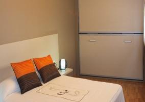 Dormitorio con cama doble de la casa rural