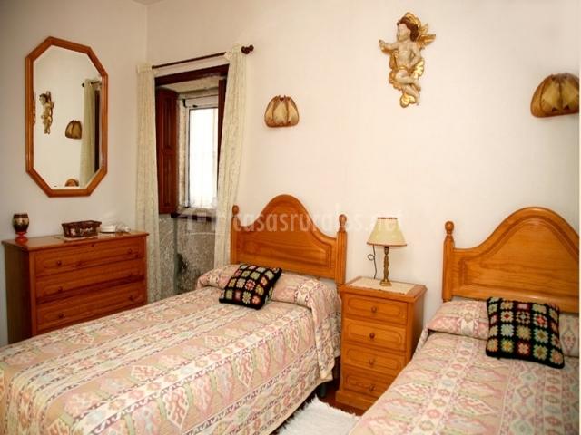 Casa leira braulia vivienda b en camposancos a guarda - Dormitorios juveniles de dos camas separadas ...