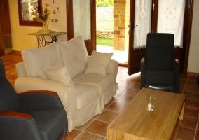Salón con acceso a porche