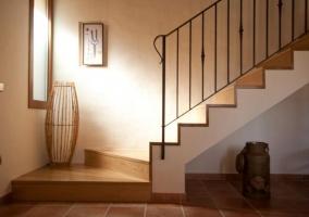 Vestíbulo con escalera