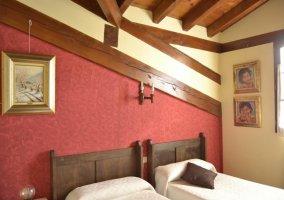 Sala de estar y chimenea de la casa rural