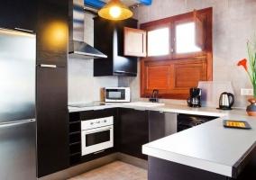 Horno y microondas en la cocina