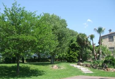 Casas rurales con piscina en serinya for Casa rural girona piscina