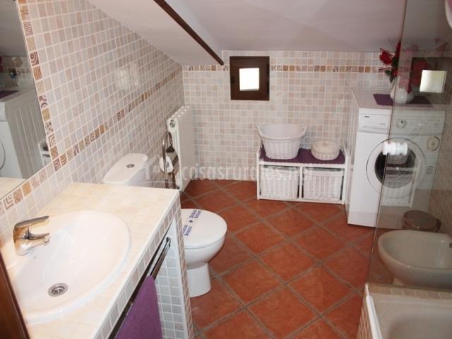 Casa rural refugio la covatilla iii en la hoya salamanca - Instalar lavadora en bano ...