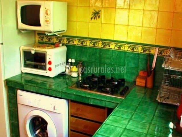 Apartamento buganvilla la huerta del cura en niguelas - Encimeras de azulejos ...