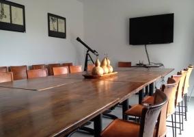 Salón de reuniones con TV