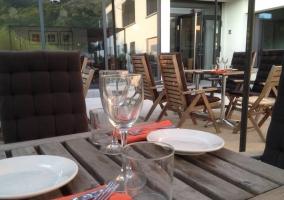 Zona exterior con mesas