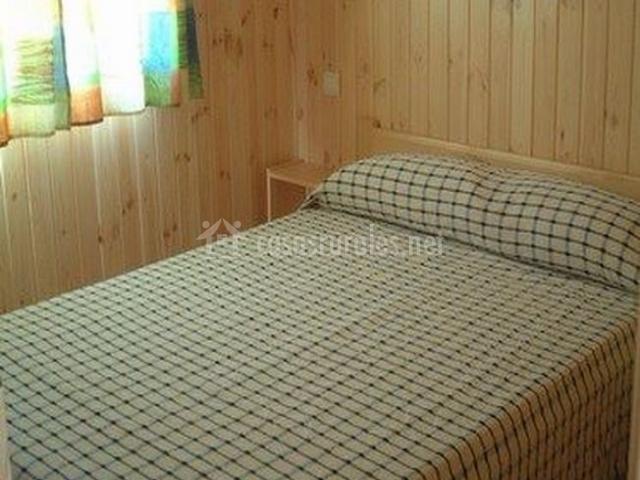 Dormitorio de matrimonio en madera