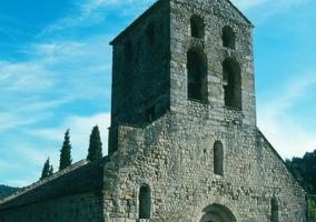 Beuda con su iglesia