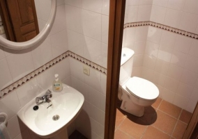 Cuarto de baño completo + 1 espejo