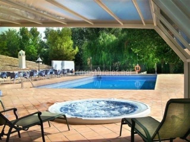 Hotel rural huerta de las palomas en priego de cordoba for Hotel con piscina en cordoba