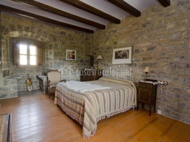 Dormitorio de piedra Torre
