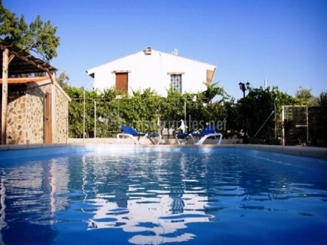Casa rosario en fi ana almer a for Mobiliario piscina