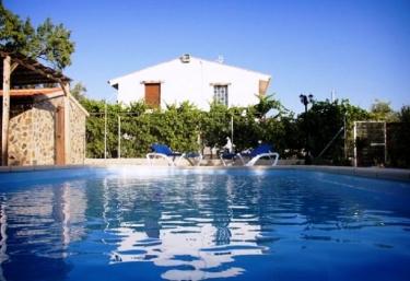 Casas rurales con piscina en fi ana for Hoteles con piscina en almeria