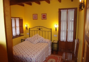 Dormitorio de matrimonio en color amarillo