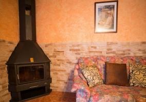 Salón con tv y sofás en la casa