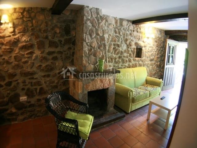 Casa la tabla en alles asturias for Casa rural con chimenea asturias