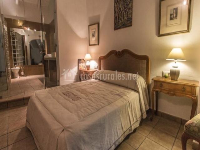 Dormitorio y acceso a baño