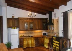 Espacio abierto con cocina y salón-comedor