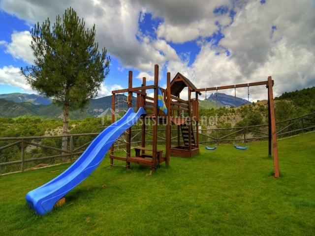 Lavanda en belsierre huesca for Parque infantil jardin