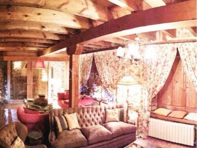 El corral de sandalio en riello le n for Sala de estar madera