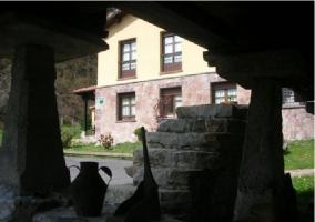 Hórreo y exteriores de la casa