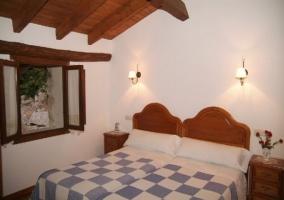 Habitación doble con camas individuales y vistas