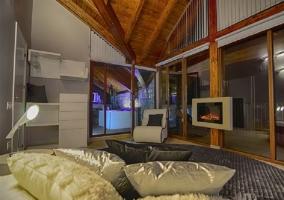 Televisión y sillón de la habitación