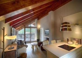 Cocina y salón con terraza
