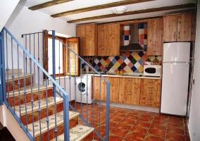 Casa del Tractor Cocina con mosaico de colores y escaleras