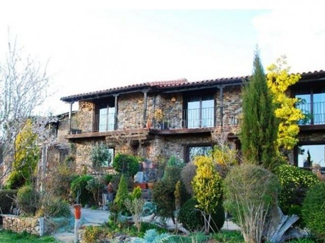Casa brezo jardines del robledo en san miguel de robledo for Casa rural el jardin