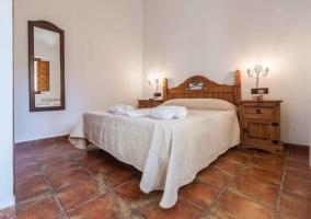 Los pollos Dormitorio doble con cama de matrimonio y muebles de madera