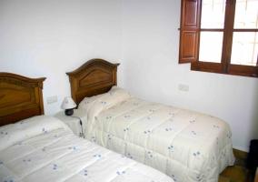 Dormitorio doble con ventana