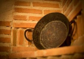 Detalle de cacerola antigua