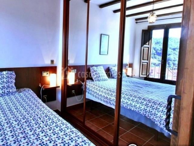 R o cuerpo de hombre en santiba ez de la sierra salamanca for Espejo grande dormitorio